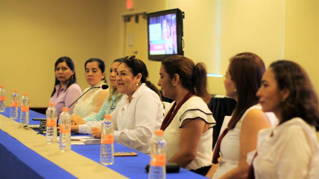 """DIF Municipal Tapachula organiza pasarela de moda, """"Amamos la moda, pero amamos más ayudar"""" por una buena causa."""
