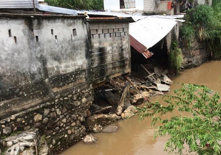 Afectaciones a viviendas el saldo de la fuerte lluvia en Tapachula, se esperan más de fuertes a intensas