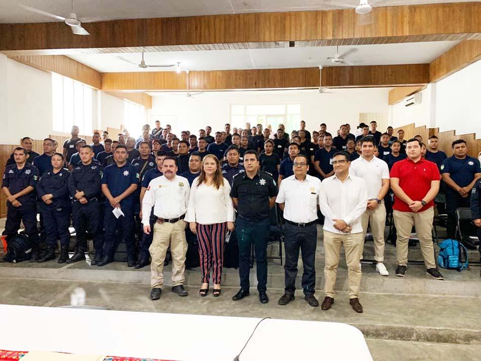 Capacitan con cursos de inglés a policías municipales y elementos de protección civil de Tapachula