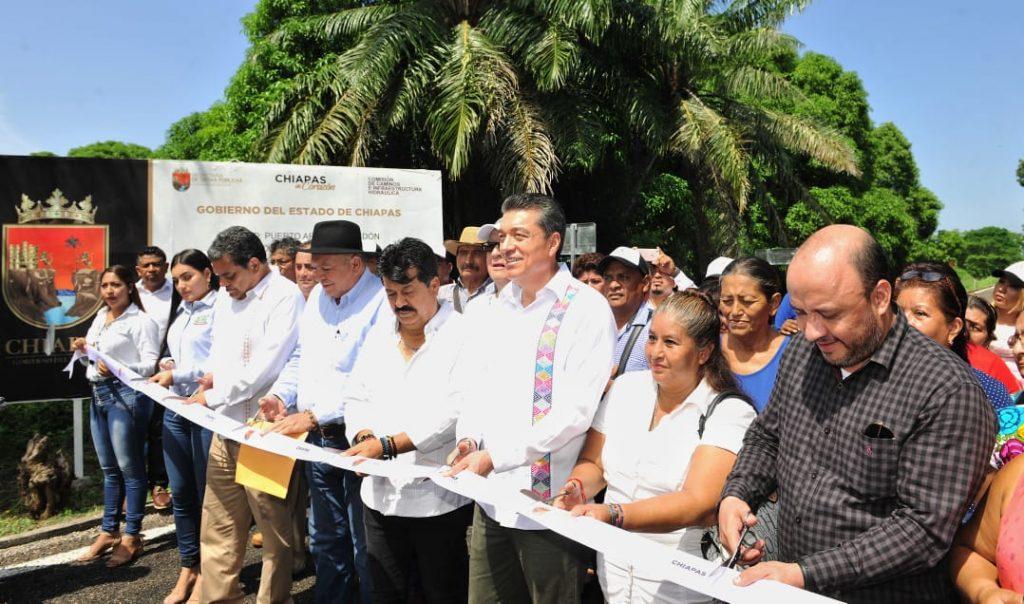 Inaugura Rutilio Escandón rehabilitación de caminos en Tonalá