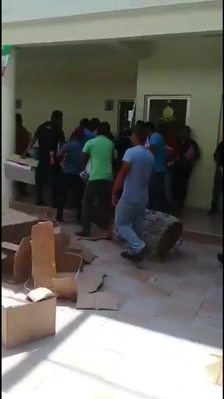 Vandalizan alcaldía de Huitiúpan