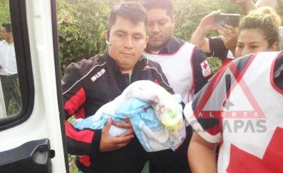 Abandonan a recién nacido en terreno baldío
