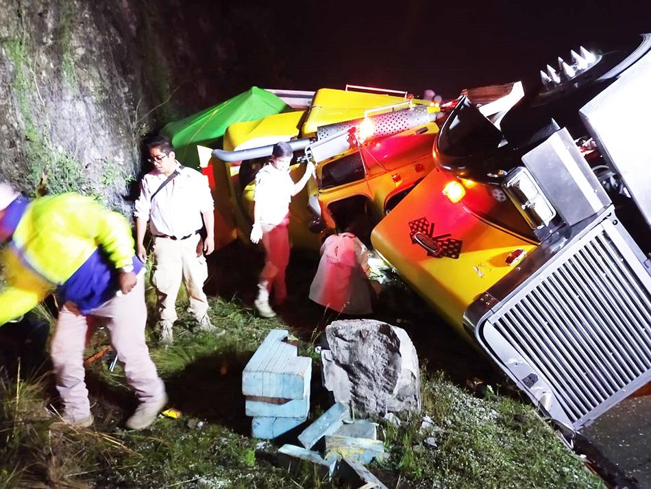 Accidente carretero deja a menor lesionado