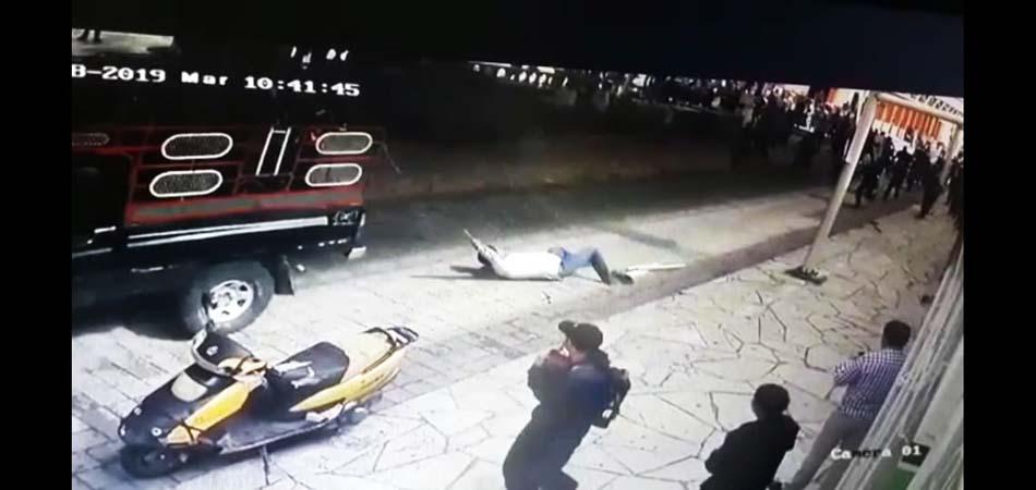 Amarran de las manos y arrastran en una camioneta a Presidente Municipal de Las Margaritas