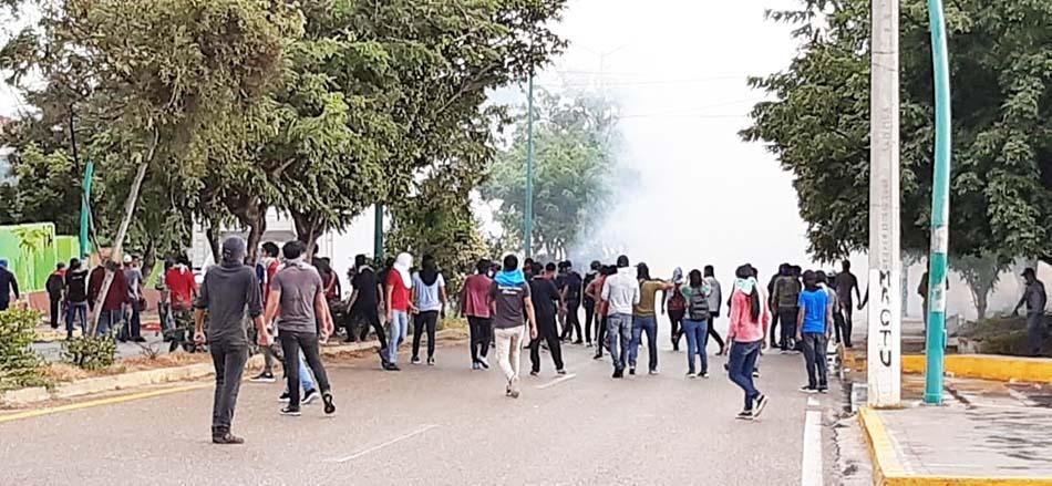 Ante manifestaciones de normalistas, Gobierno de Chiapas garantiza el libre tránsito