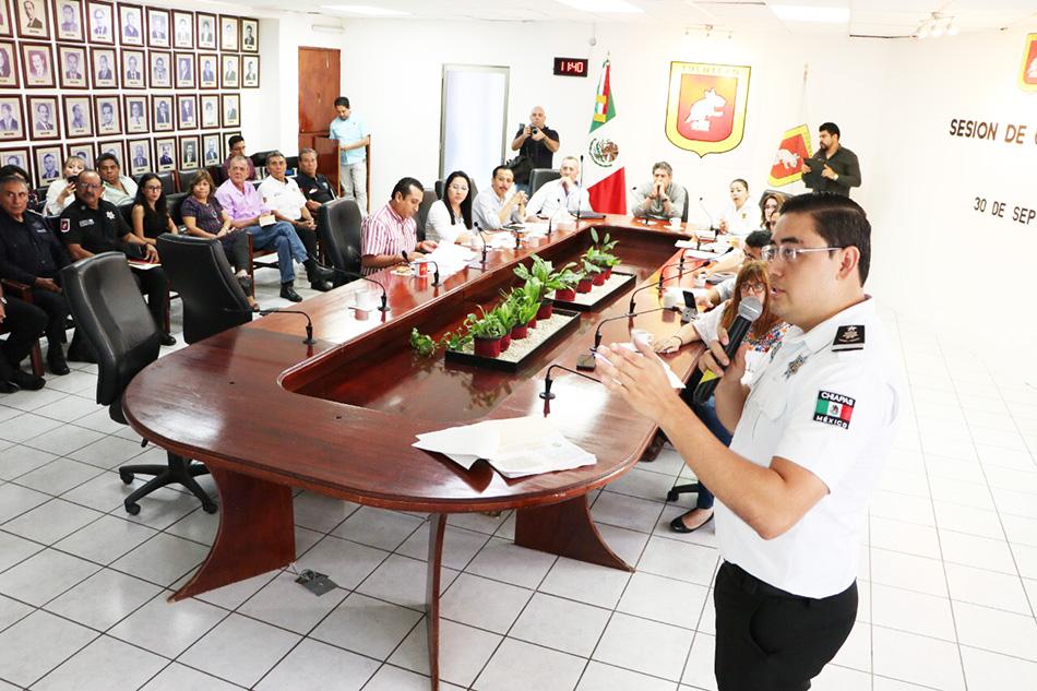 Comparece ante el pleno del Cabildo tuxtleco el Secretario de SPyTM Jorge Alexis Zuart Córdova