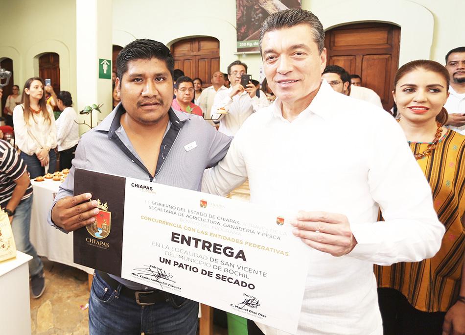 Con beneficios a productores celebra Rutilio Escandón el Día Internacional del Café
