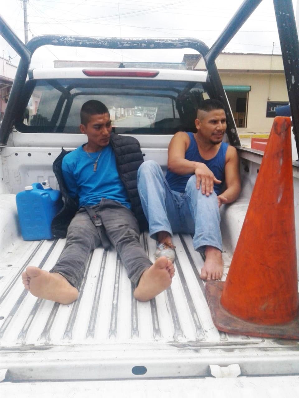 Dos sujetos asaltan a comerciante y los aseguran Policías Municipales