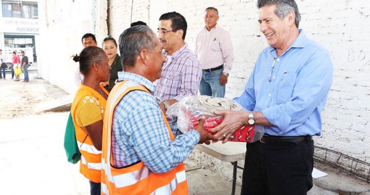 Entrega Carlos Morales uniformes a personal de Limpia y Aseo Público del Ayuntamiento de Tuxtla Gutiérrez