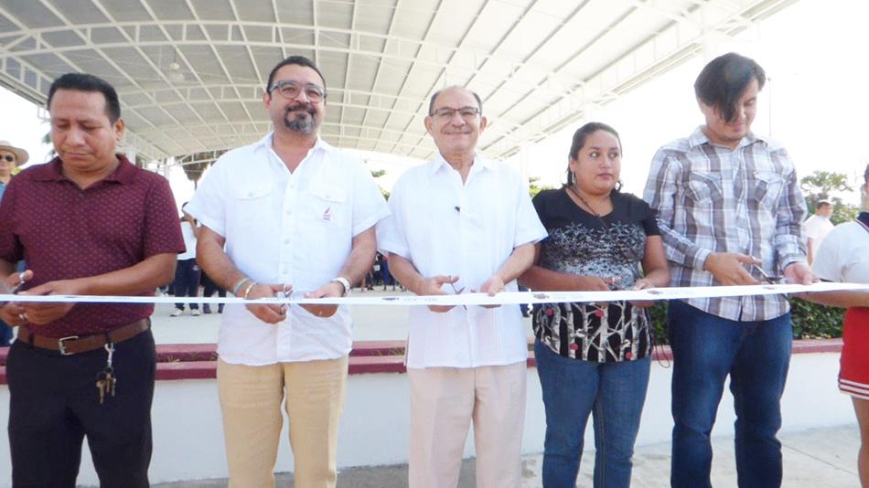 Entrega edil Óscar Gurría obra de mejoramiento del parque central de Puerto Madero