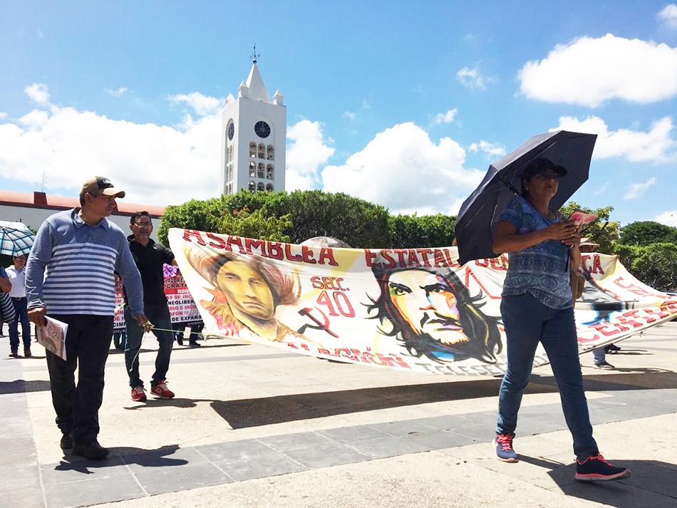 Marchan maestros de la Sección 40, demandan pagos y reconstrucción de escuelas