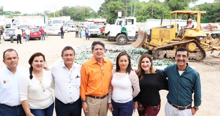 Por segunda ocasión el gobierno de Tuxtla Gutiérrez realiza destrucción de botellas de licor vacías