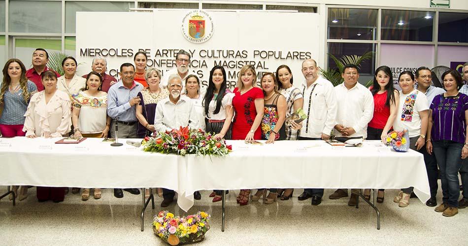 """Presentan libro """"Chiapas, culturas en movimiento"""" de Andrés Fábregas Puig"""