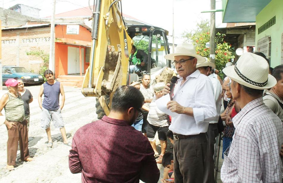 Se construyen obras para mejorar la calidad de vida de los Tapachultecos Gurría Penagos