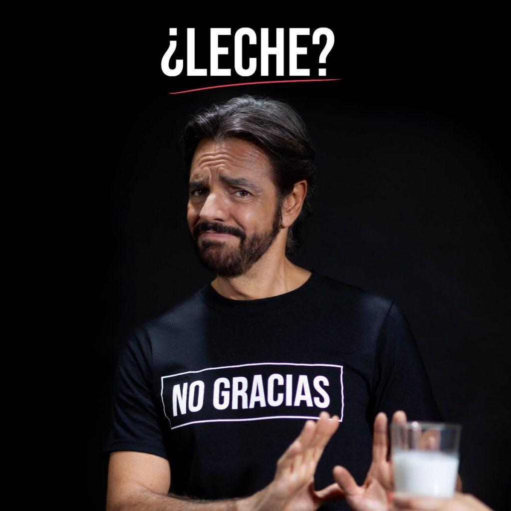 Sin base científica, el cómico Eugenio Dervez promueve en medios No tomar leche de vaca