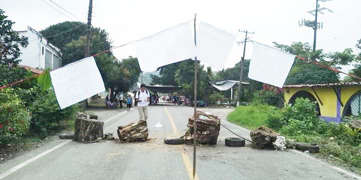 Dos días de bloqueo carretero por aumento del pasaje
