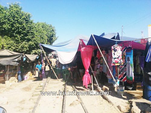 En Huixtla comerciantes piden desalojar ambulantes de la vía del ferrocarril
