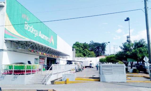 Ladrones de motocicletas operan en estacionamientos de tiendas