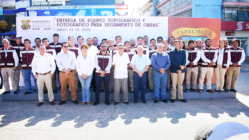 El Presidente Municipal Dr. Óscar Gurría entregó equipo a la Secretaría de Obras Públicas