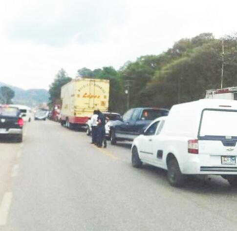 Bloquean tramo carretero Teopisca-Comitán de Domínguez