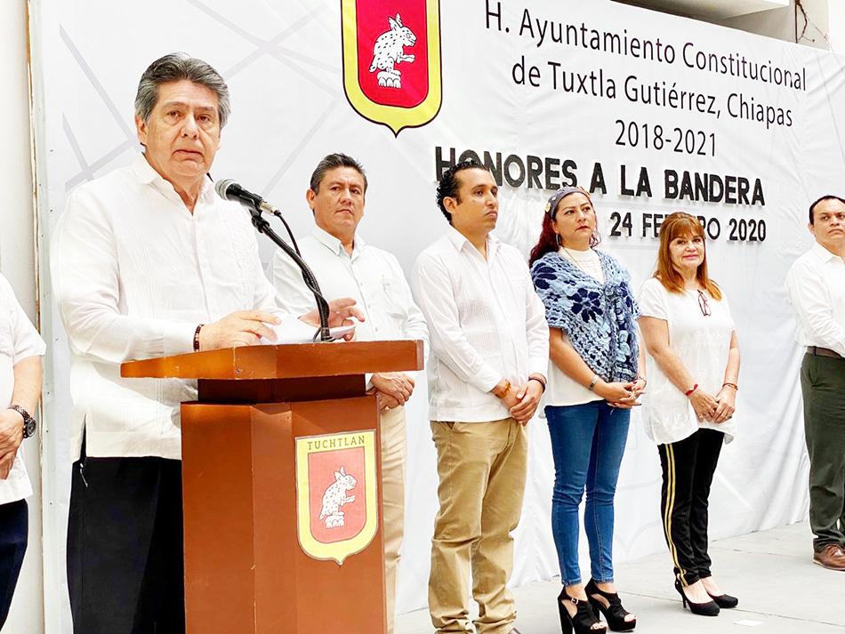 Conmemora alcalde Carlos Morales Vázquez Día de la Bandera Nacional