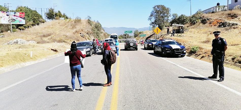 Nuevamente normalistas bloquean tramo SCLC-Tuxtla Gutiérrez