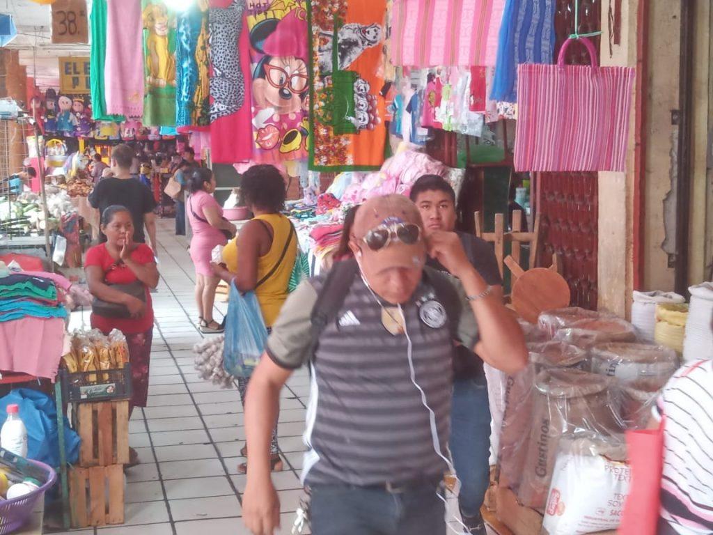 En mercados y comercios de Tapachula relajan medidas para evitar contagios de Covid-19