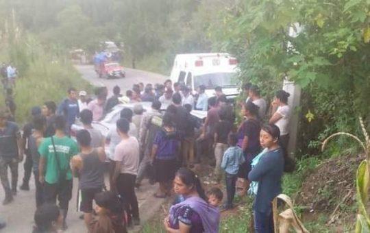 Choca ambulancia contra compacto en Yabteclum