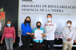 Con entrega de escrituras públicas, se brinda certeza jurídica a familias de Tapachula Rutilio Escandón