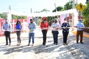 En Colonia Luis Donaldo Colosio, Rosy Urbina entrega obra de pavimentación mixta de calles