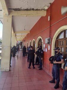 Protesta de policías de Tuxtla Chico, exigen pago de quincena y parte proporcional de aguinaldo
